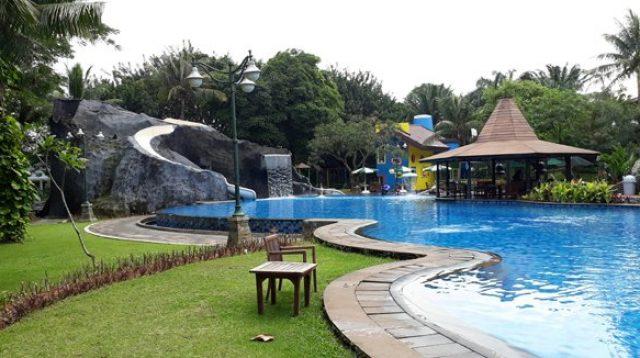 Kolam Renang Raffles Hills